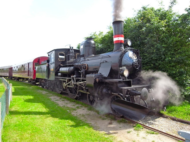 Hire a steam train for photo shoots, ads, movies or weddings